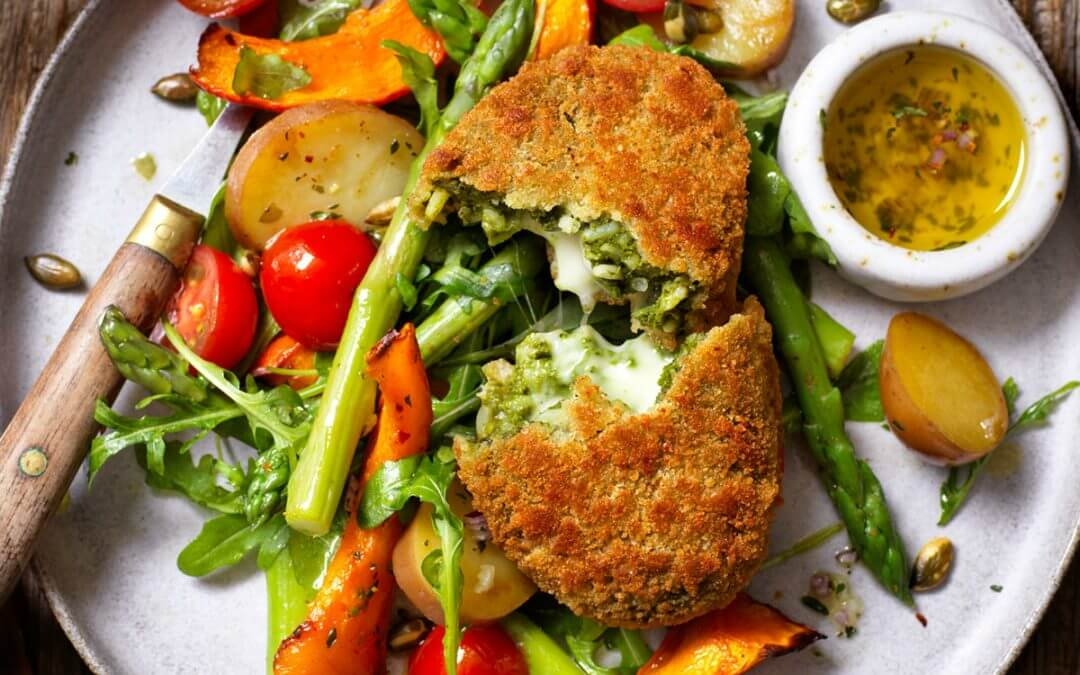 Spinazie-kaas rondo met asperge-pompoen maaltijdsalade