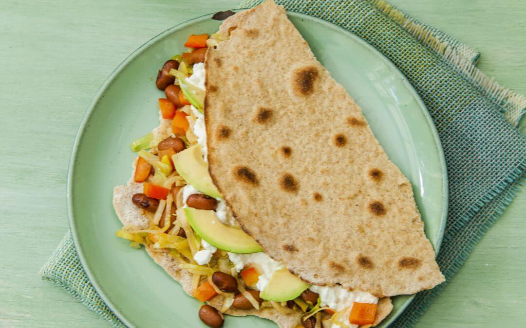 Tostada met bonen en groente