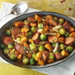 Spruitjes ovenschotel met zoete aardappel en granaatappelpitten