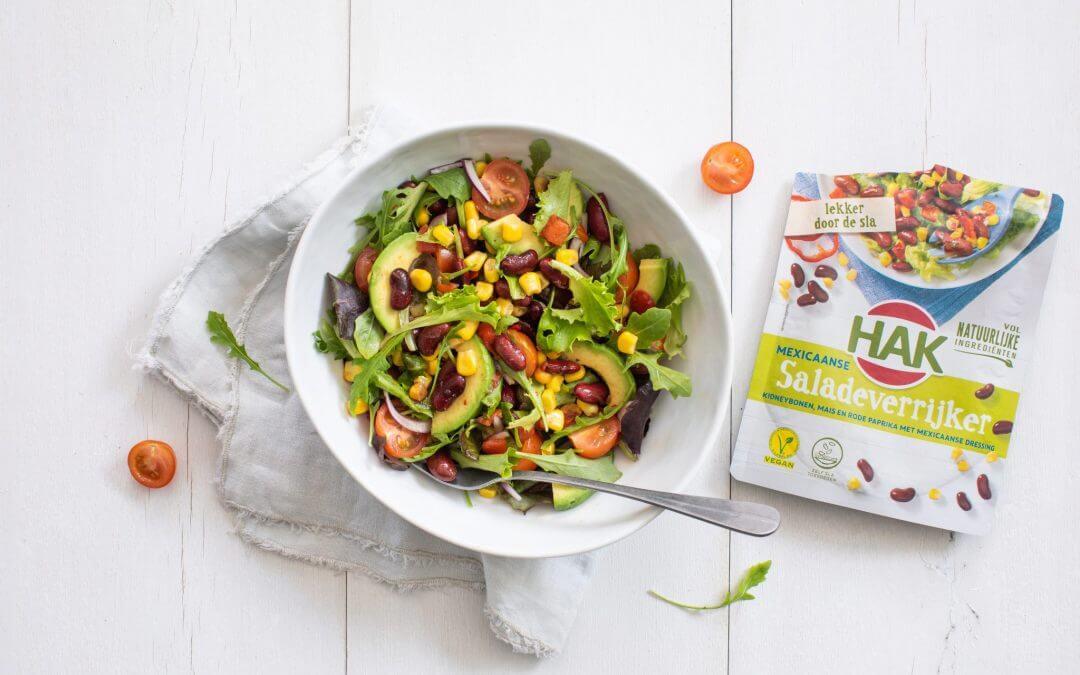 Salade met HAK Mexicaanse Saladeverrijker, rijst, sperziebonen en gekookt ei