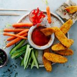 SoChicken sticks met rauwkost en chili-limoendip