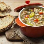 'Kip'-groentesoep met vegetarische stukjes