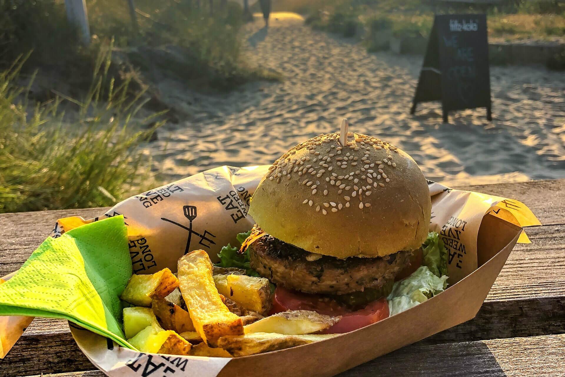 Eet een Dutch Weed Burger op het strand!
