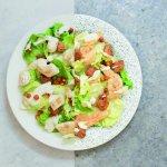 Caesar salade met plantaardige kipstukcjes, kikkererwten en croutons