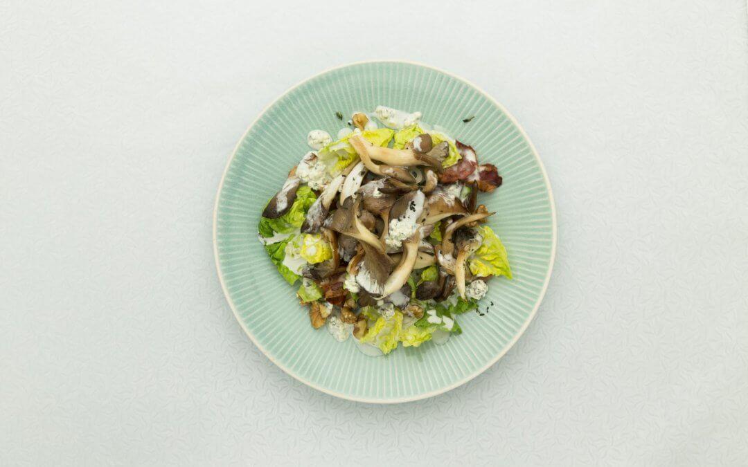 Salade met oesterzwammen en blauwe kaas dressing