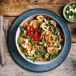 Rappe Aziatische groentewok met zoete ketjap-chilisaus & cashews