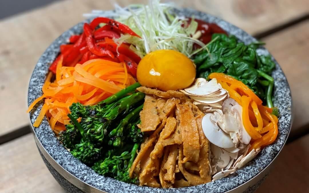 Vegetarische bibimbap bowl