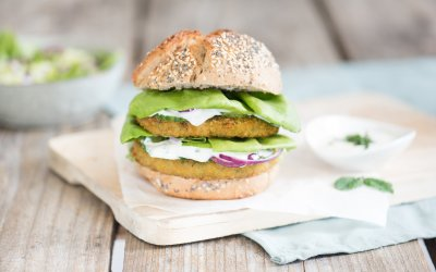 Big Broccoli burger met yoghurt-tuinkruidendressing