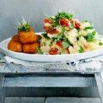 Rucolastamppot met tomaatjes en vegan vissticks