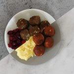 Zweedse balletjes met aardappelpuree en cranberrysaus