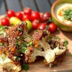 Chef recept: BBQ bloemkoolspiesjes met harissa en sesam
