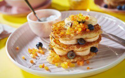 Een feestelijk ontbijt: wortelpannenkoekjes met fruit