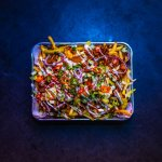 Veggie streetfood: loaded fries met plantaardige kebab