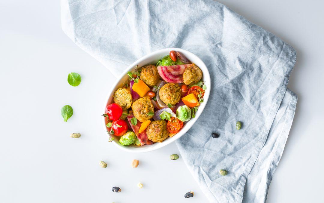 Ovenschotel met falafel en verse groenten