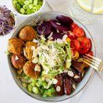Super gezonde bowl met falafel balletjes