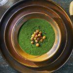 Spinaziesoep met geroosterde kikkererwten