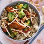 Thaise noedelsalade met vega kip & broccoli